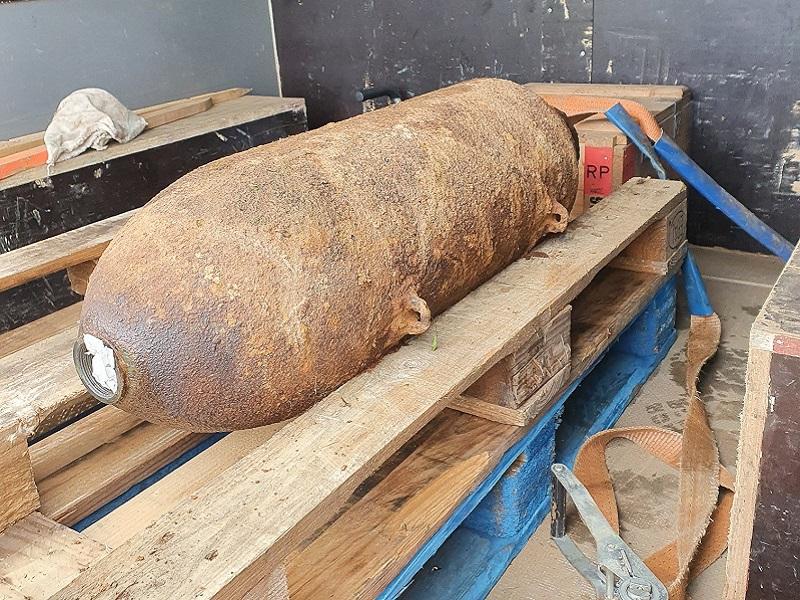 Gesichert wurde die Bombe zur endgültigen Entsorgung abtransportiert.