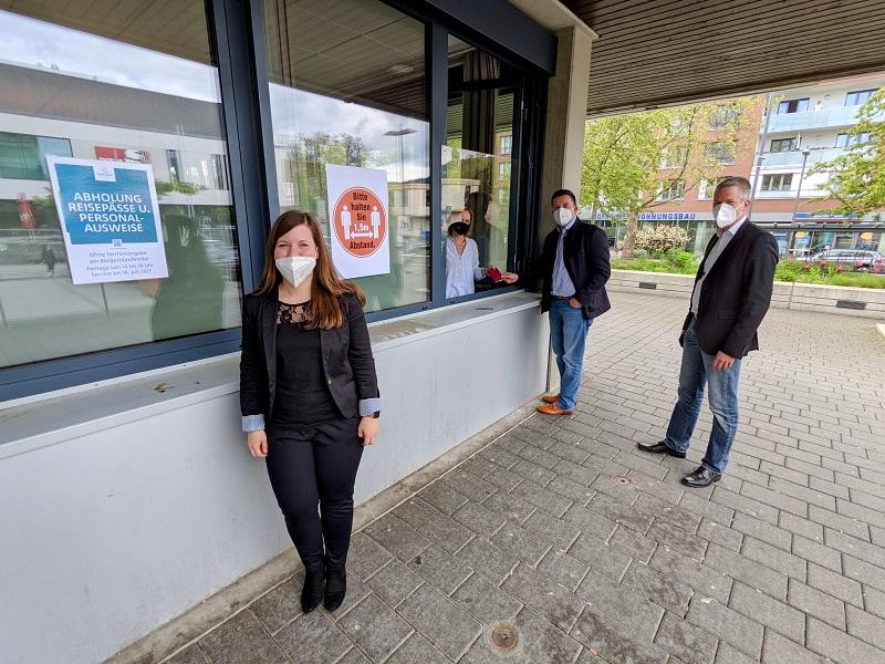 Kontaktlos Ausweisdokumente anbholen. In Hofheim ab sofort Freitags möglich.