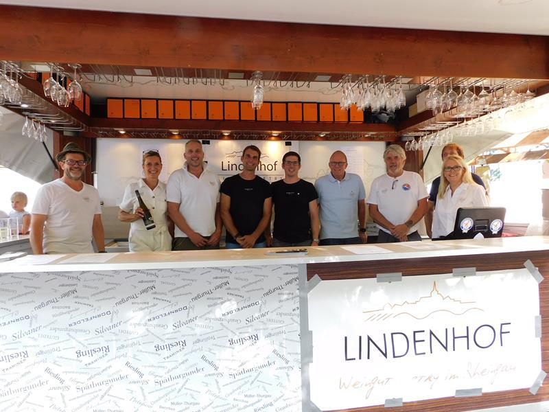 Das Service-Team am Weinstand des Handball Fördervereins Bodo Ströhmann e.V.